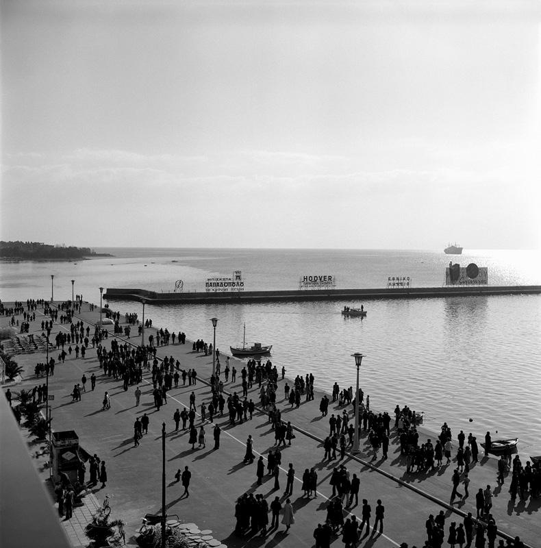 Dimitris Letsios, <em>Promenade on Argonafton street</em><br>© Dimitris Letsios Archive / Thessaloniki Museum of Photography