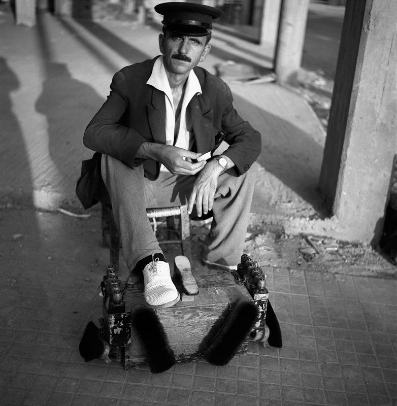 Dimitris Letsios, <em>A bootblack</em><br>© Dimitris Letsios Archive / Thessaloniki Museum of Photography