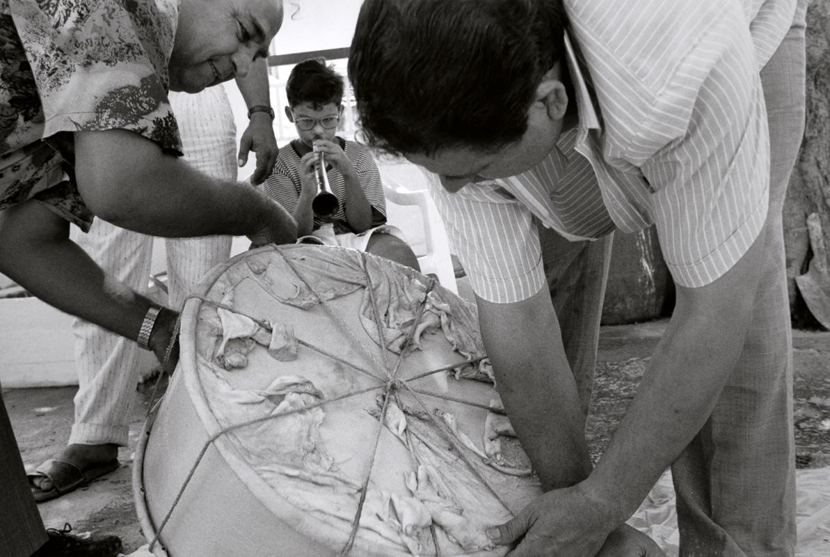 Dick Blau, <em>Grigorios Goras and Giorgos Liondas repairing a dauli</em>, 1993 | Silver print