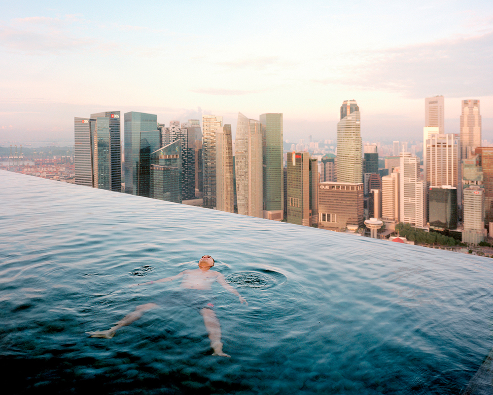Paolo Woods &#038; Gabriele Galimberti, <em>Marina Bay Sands Hotel, Singapore</em>, from the series The Heavens, 2015