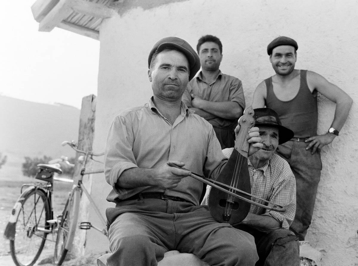 Martin Koenig, <em>O Vasile Luca, λυράρης Βουλγαρικής καταγωγής στο χωριό Caugagia της περιοχής Δοβρουτσά</em>, Ρουμανία, 1968